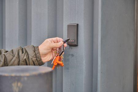 Hoeks Verhuizingen Lommel toegang tot opslagruimte met badge